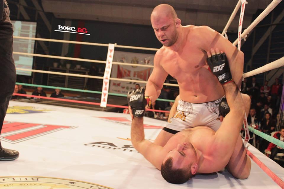 Джамбазов с драматична победа над румънец в гвоздея на Max Fight 37