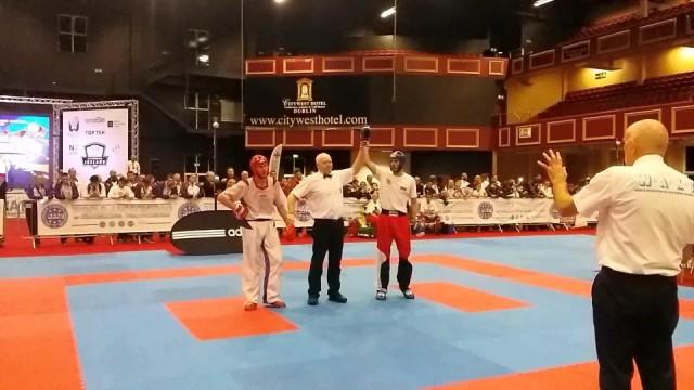 Емануил Димитров триумфира със световната титла в стил Light contact