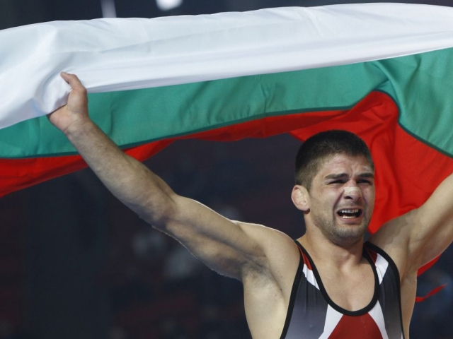Шампионът с голямо сърце Иво Ангелов! Борецът дари заплатата си на болно дете