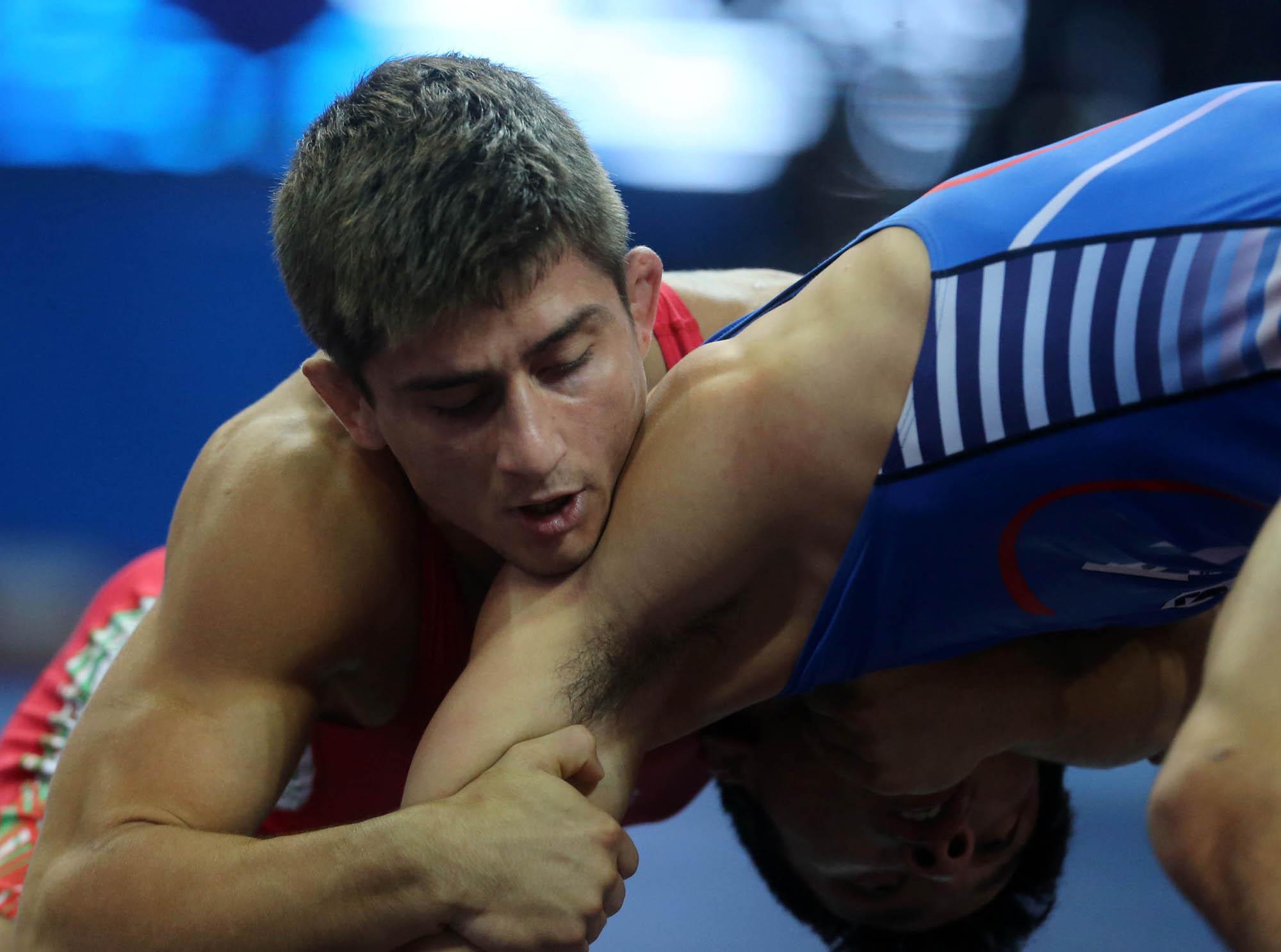 """Родни борци долетяха от Щатите за първенството в зала """"Универсиада"""""""
