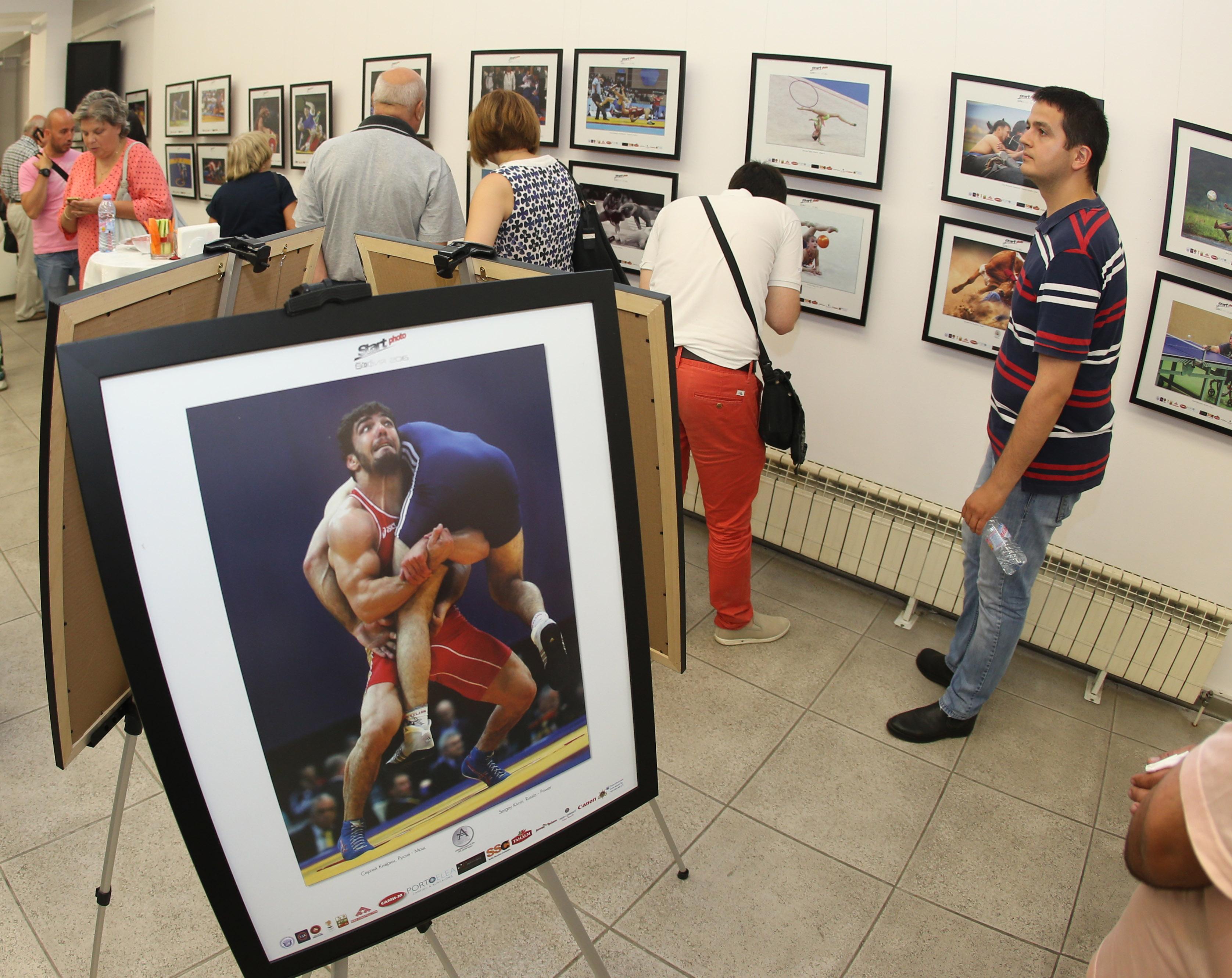 Борцовите снимки обраха наградите на изложба в София