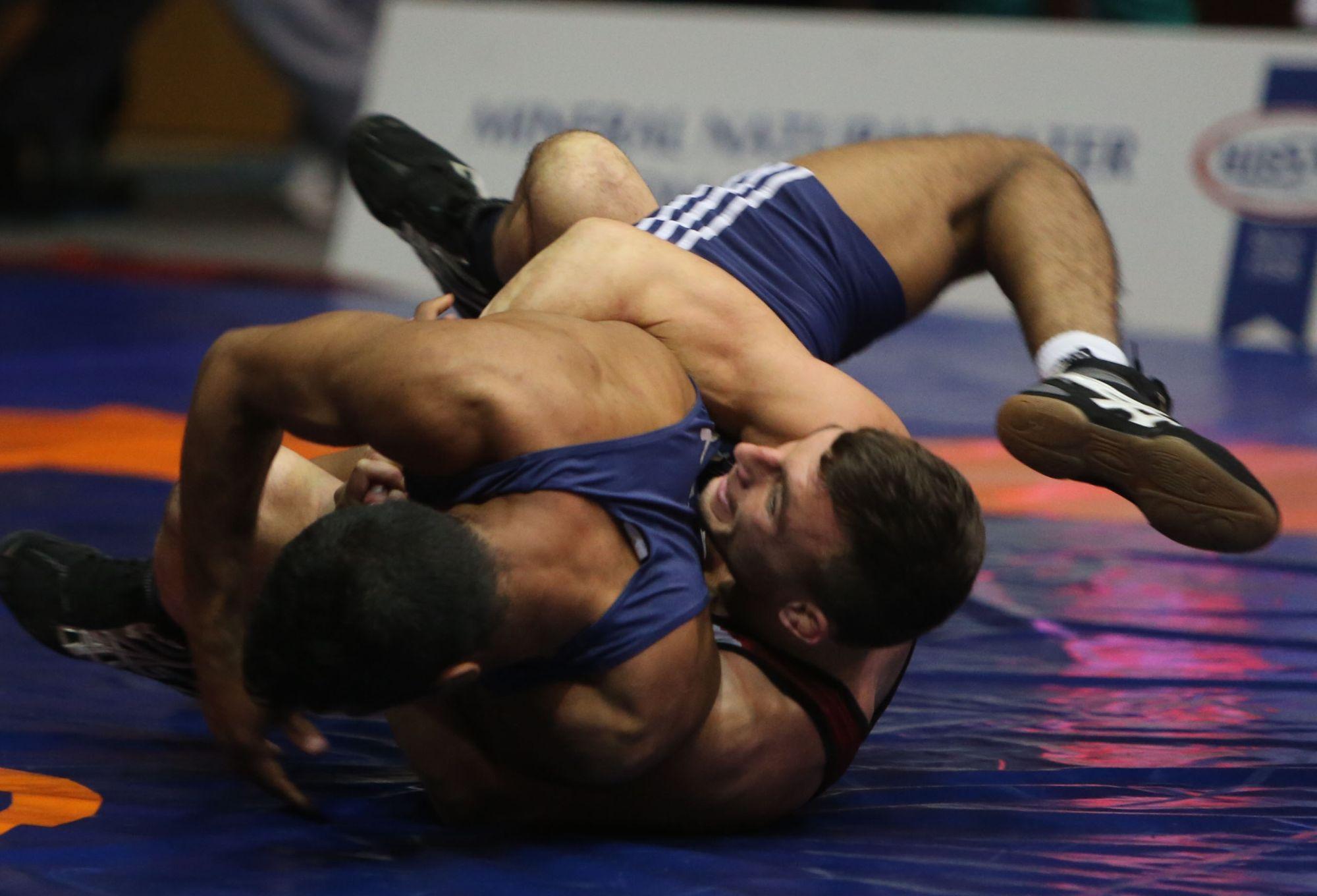 Борците на НСА взеха отборната титла при класиците