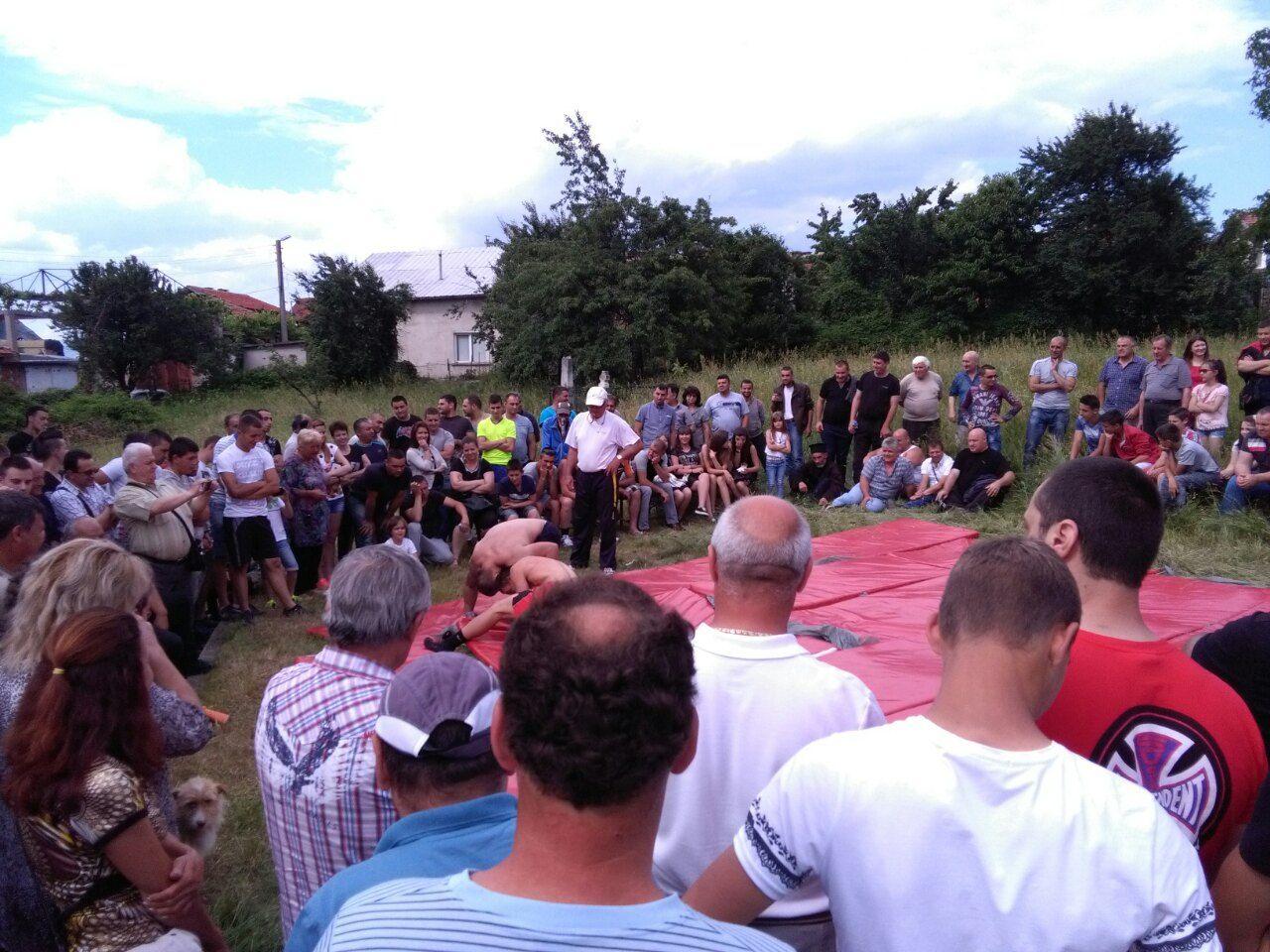 Национали се пуснаха на народни борби в село Бистрица