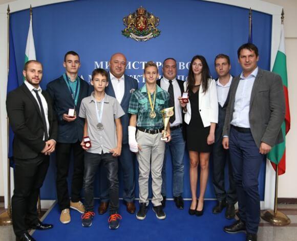 Красен Кралев награди призьорите от европейското по таекуондо до 21 г. и за кадети