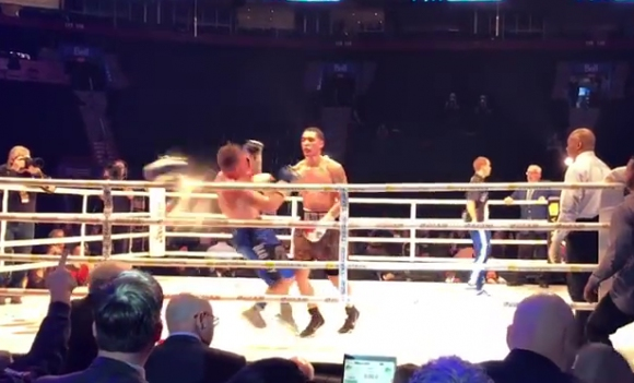 Кофа нокаутира боксьор в масово меле в Монреал (ВИДЕО)