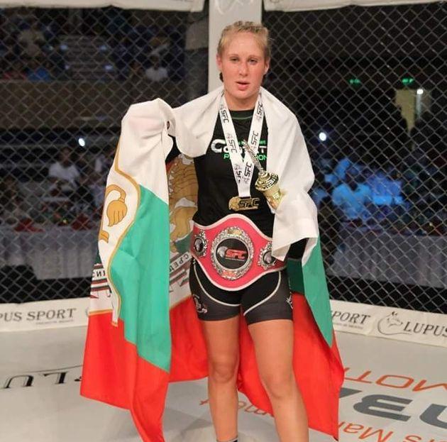 Една българска детска учителка на ММА ринга