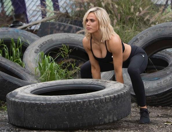 Жената на кечиста Русев показа сексапил и сила (СНИМКИ)