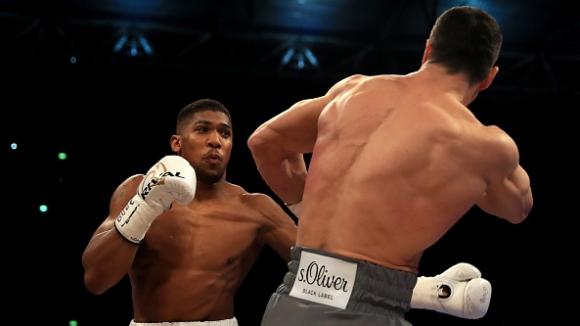Брутална битка в Лондон! Антъни Джошуа е кралят на бокса след бой над Кличко