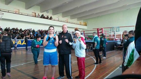 Виктория Йорданова защити титлата си на държавното по бокс
