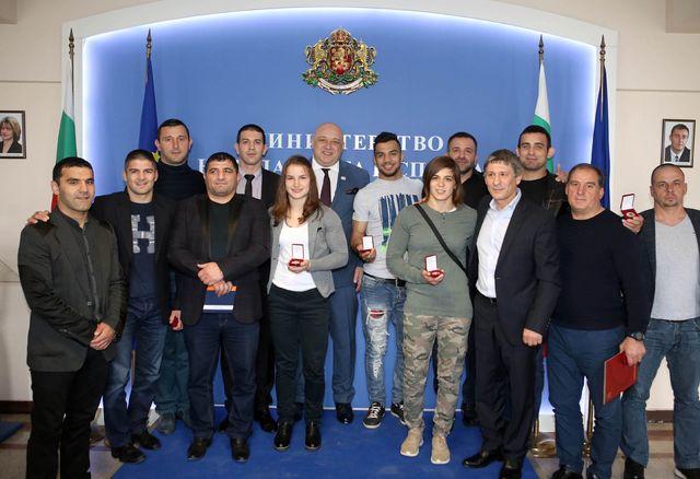 Кралев награди борците с почетни медали, Валентин Йорданов със специално послание към министъра