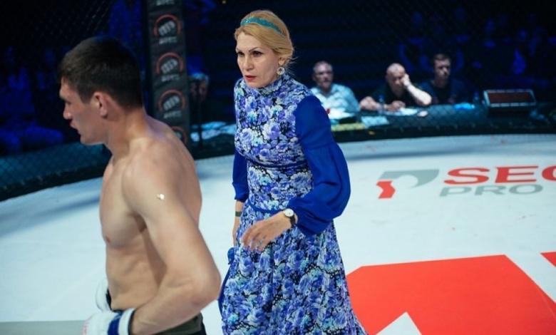 Голямо унижение! ММА боец бит на ринга от съперник и от… майка си (ВИДЕО)