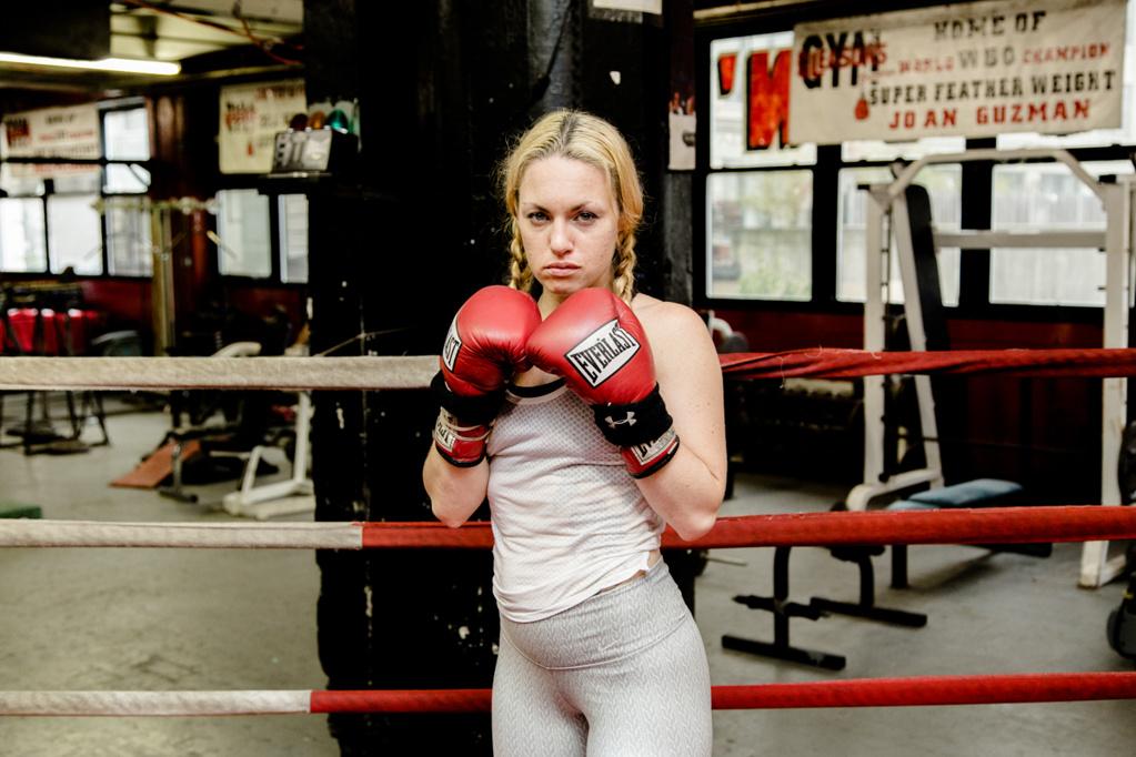 Звезда на женския бокс влиза в ММА