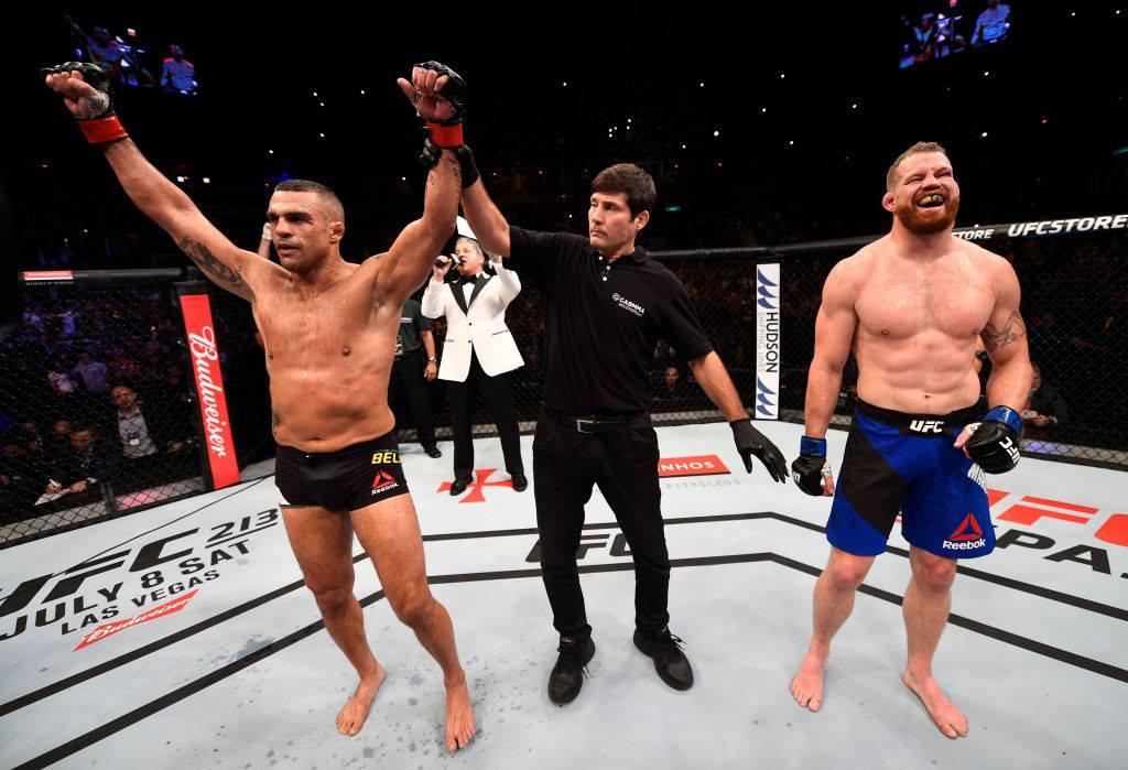 Спорно съдийско решение даде победата на Белфорт на UFC 212 (ВИДЕО)