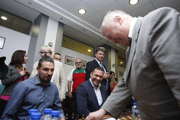 Кобрата направи реми със световния шампион по шахмат Анатоли Карпов