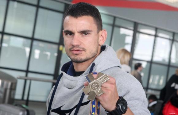 Янислав Герчев предизвика боксьор (ВИДЕО)