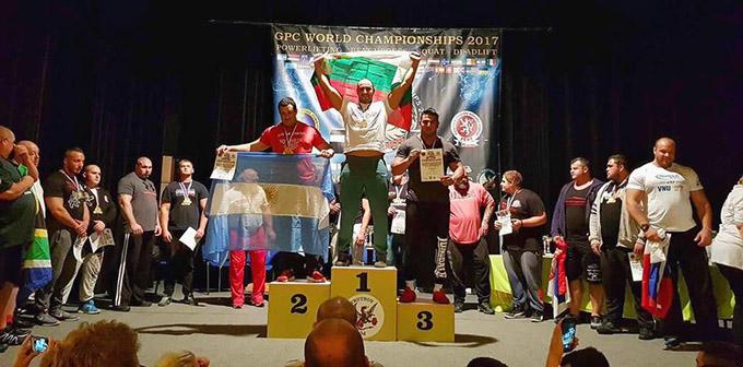 Наш атлет гази конкуренцията в Чехия по вдигане на тежести