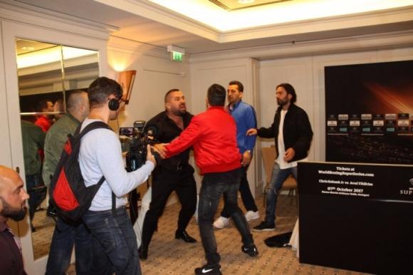 Ахмет Онер полудя, направи меле на пресконференция (ВИДЕО)