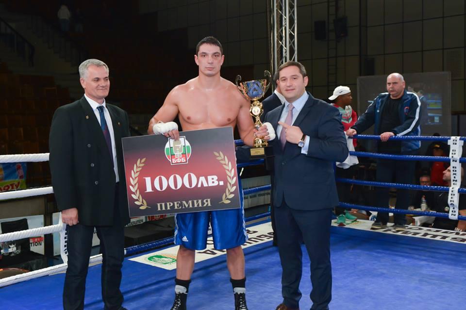 Над 2000 аплодираха първите шампиони на Националната боксова лига