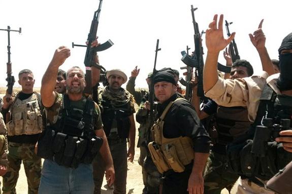 Амир Хан е в опасност! Ислямска държава го заплаши с убийство заради коледно дърво