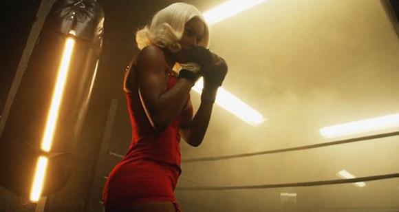 Гореща хип-хоп звезда предизвиква на ринга (ВИДЕО/СНИМКИ)
