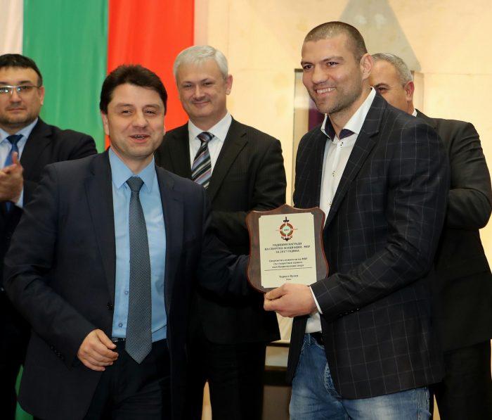 Награди от МВР за Тервел Пулев и най-добрите ни състезателки по борба