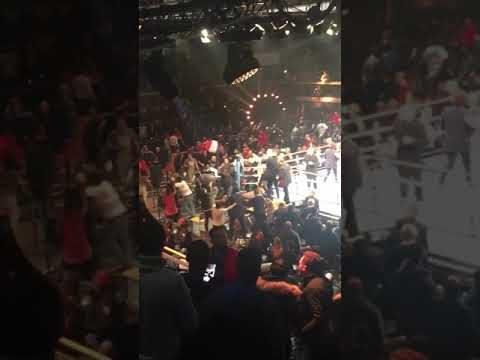 Боксов мач се превърна в кърваво меле от над 100 човека (ВИДЕО)