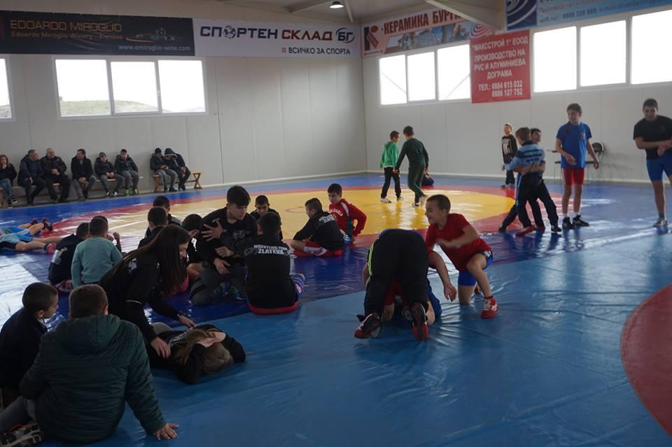 Залата на Станка Златева прие първи турнир по борба