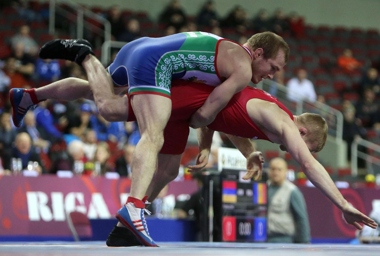 Дубов и Киров стартират първи на Световното по борба