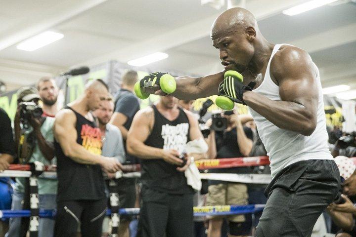 Флойд Мейуедър отново на ринга през юли (ВИДЕО)