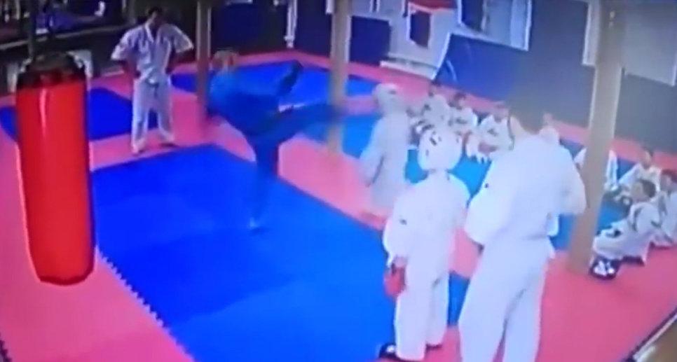 Треньор ритна в главата 9-годишно дете, изхвърлиха го от спорта (ВИДЕО)