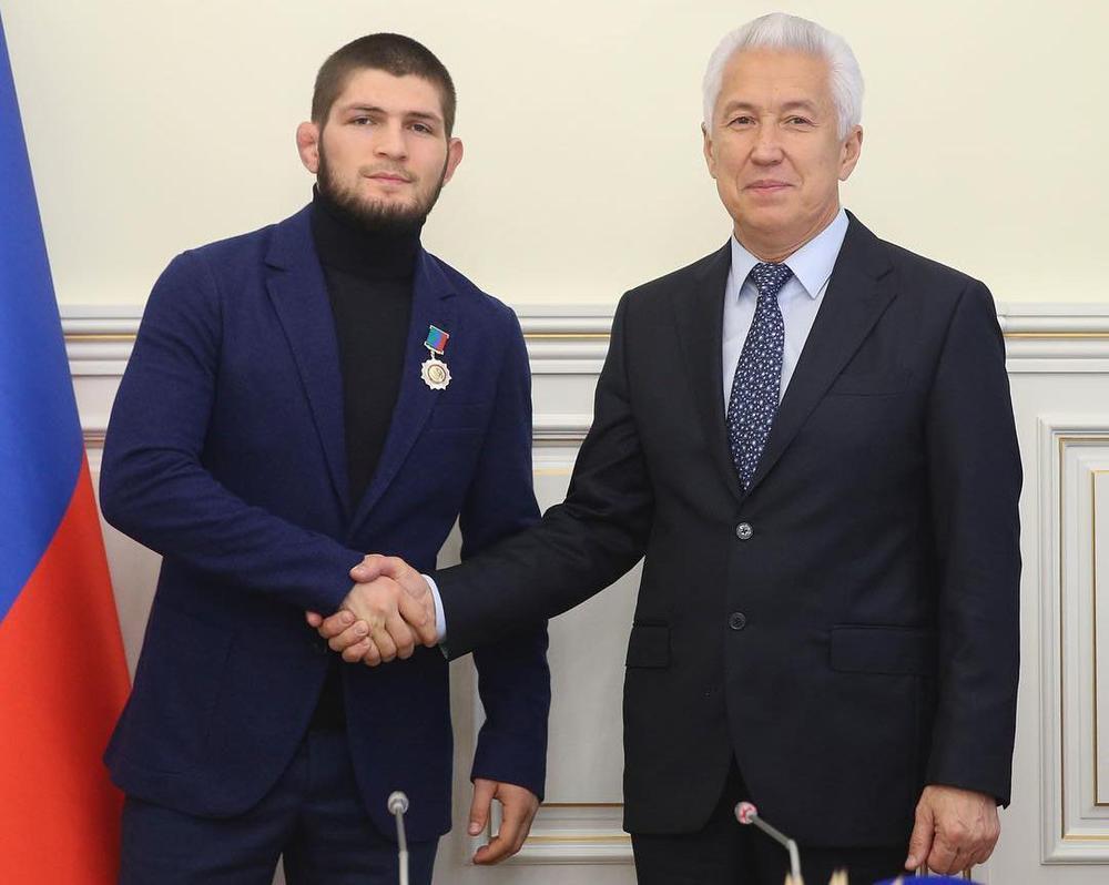 Отдадоха голяма чест на Нурмагомедов в Дагестан