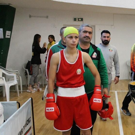 България тръгна с победа на световното по бокс за жени