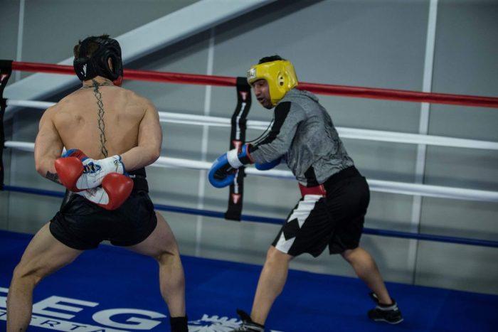 Бивш шампион по бокс: Конър е посмешище, страх го е от мен