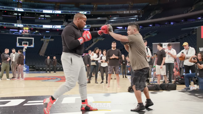 Отворената тренировка на Даниел Кормие преди UFC 230 (ВИДЕО)