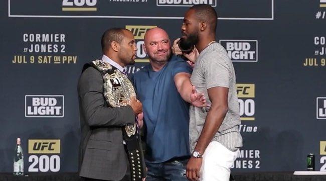 Джоунс призова UFC: Вадете чековите книжки, ако искате мач с Кормие