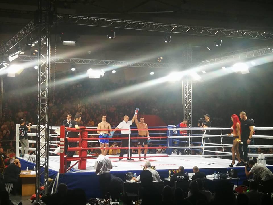 Атанас Божилов с категорична победа на GRAND FIGHT ARENA