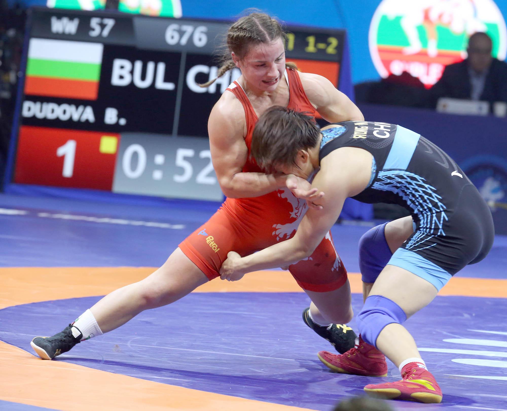 Дамите ни мачкат в първия кръг от Европейското по борба