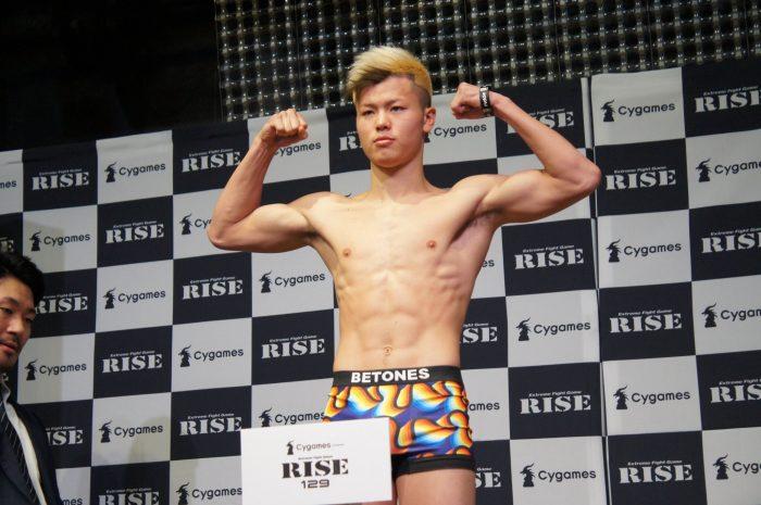 Теншин Насукава се изправя срещу трима в един мач