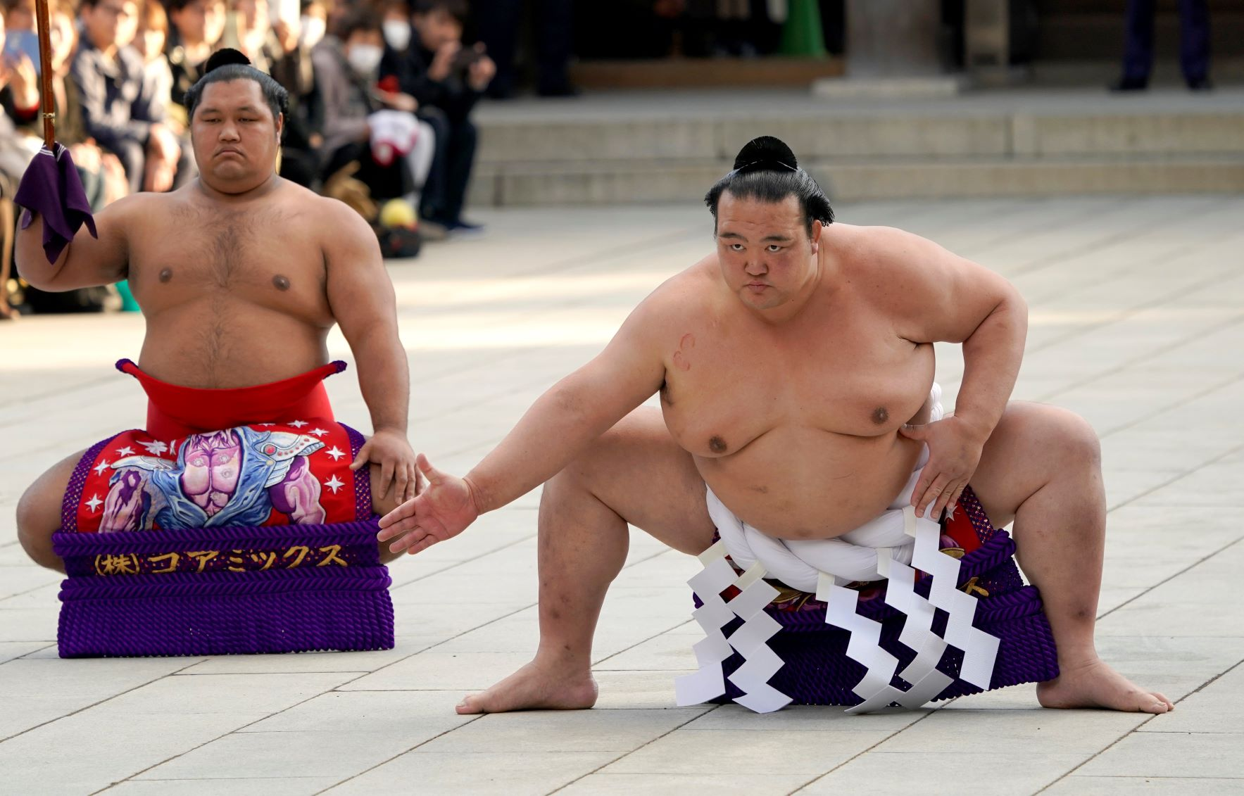Легенда в сумото обяви края на кариерата си през сълзи