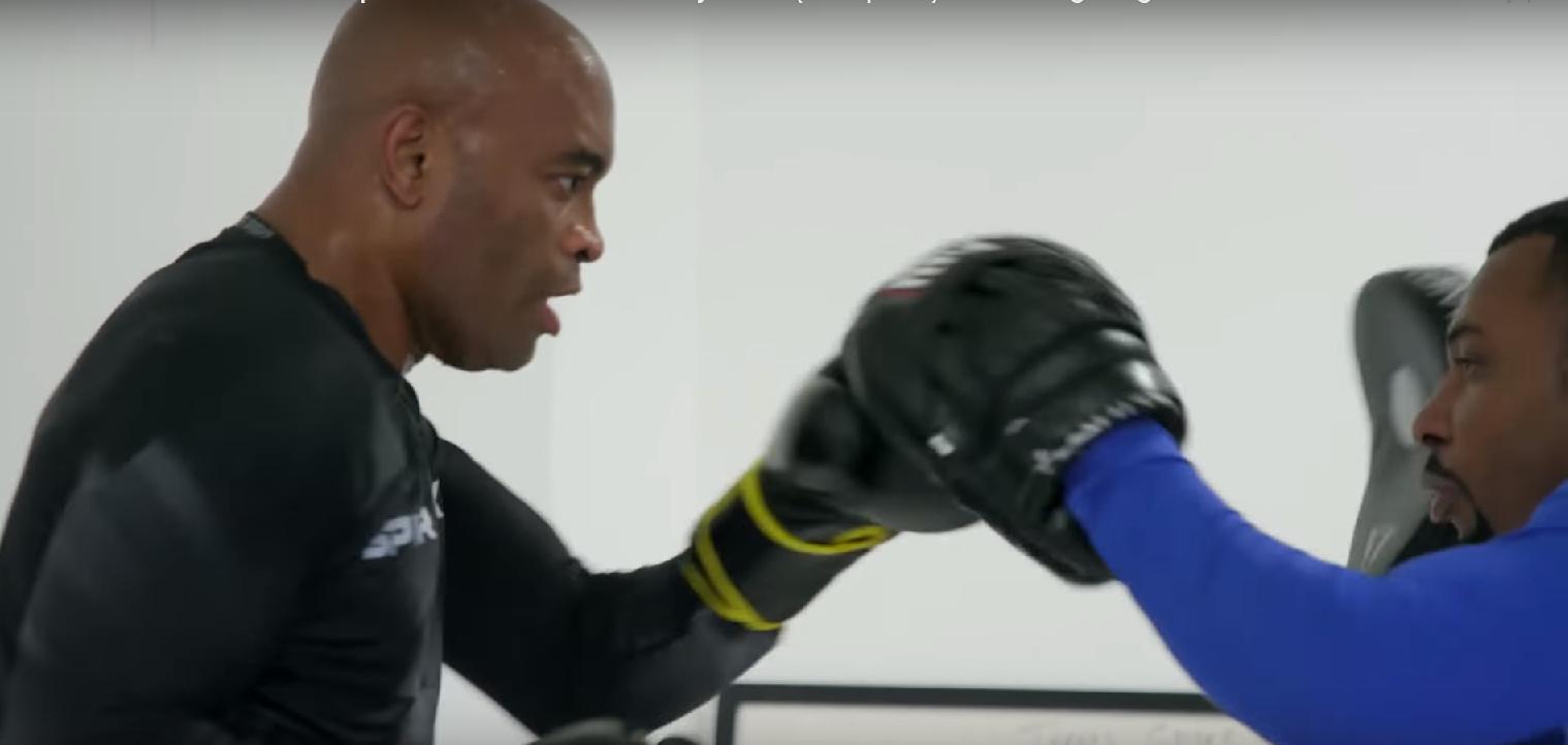 Андерсън Силва показва добра форма на открита тренировка (ВИДЕО)