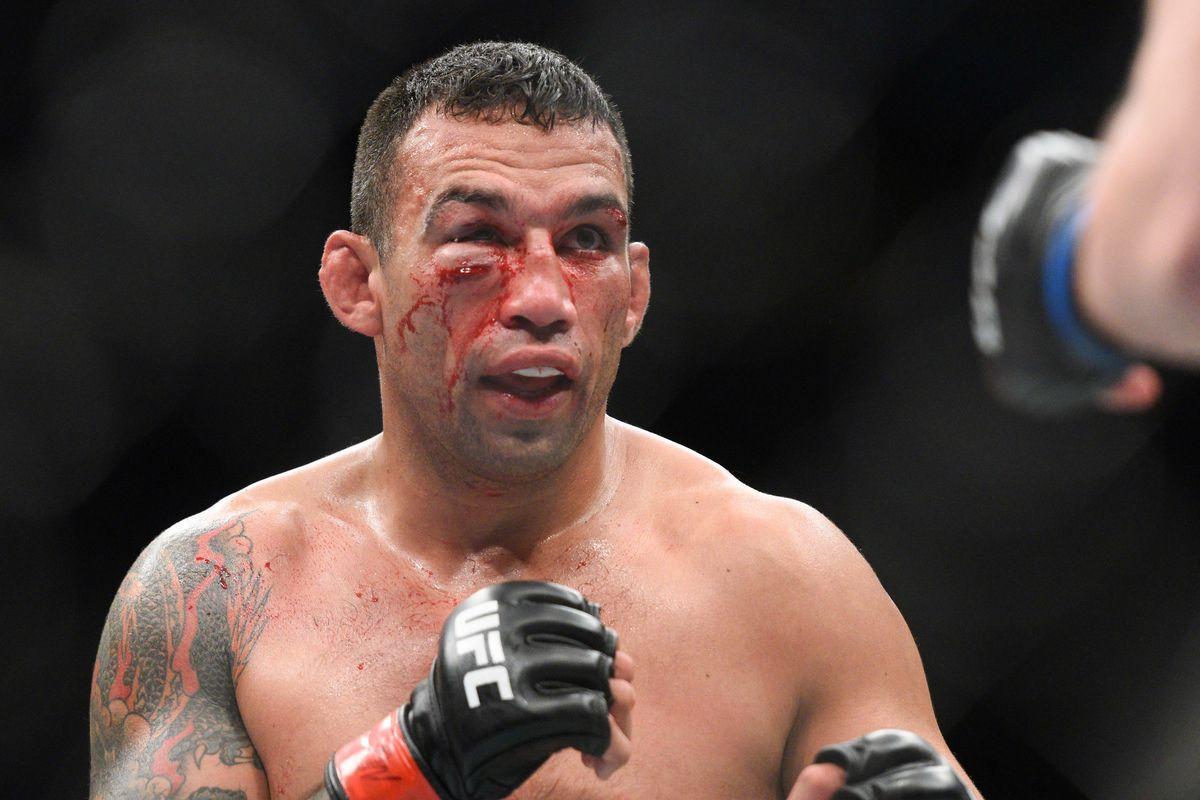 Легенда в тежката категория приключва с UFC