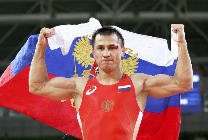 Двукратен олимпийски шампион по борба тренира сред природата (ВИДЕО)