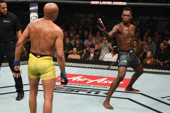 Адесаня победи Силва в главната битка на UFC 234