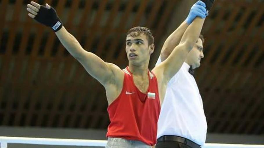 Боян Асенов се измъчи, но победи