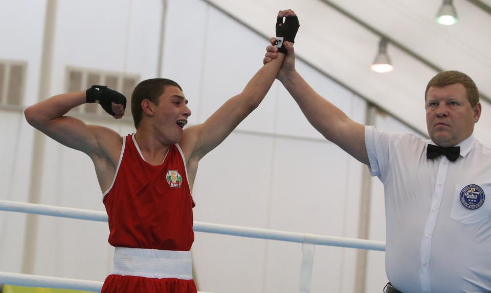 Злато и сребро за боксьорите ни в Молдова