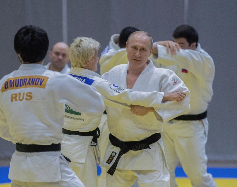 Владимир Путин тренира джудо с олимпийски шампиони (ВИДЕО)