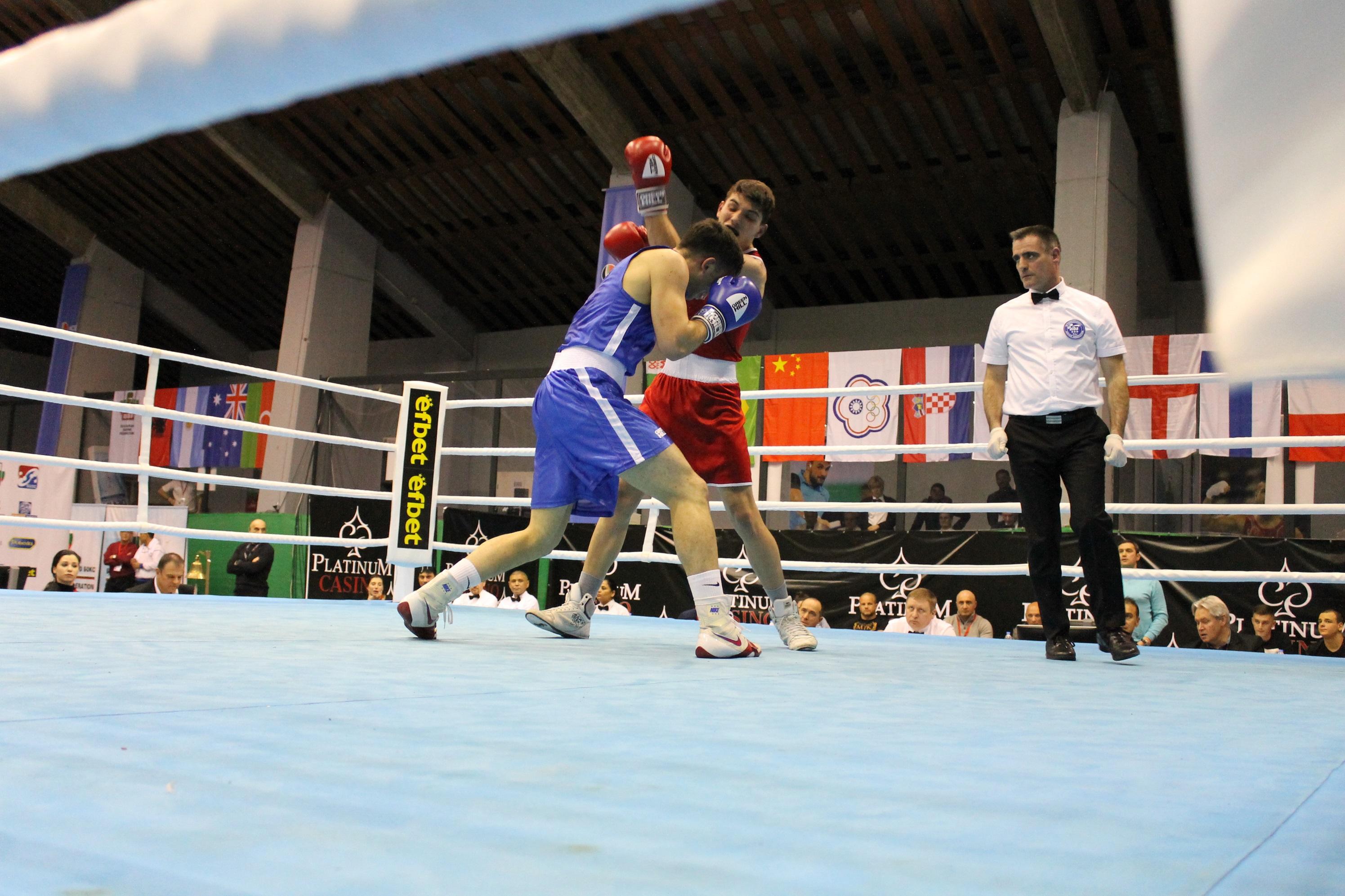 Русенов и Рами вдигнаха публиката на крака с важни победи