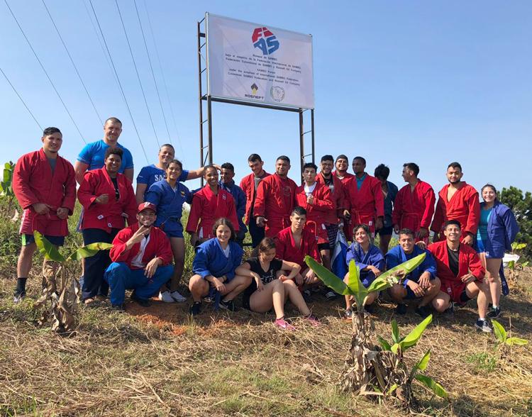 """Лагерът в Колумбия осъмна със """"самбо гора"""" (СНИМКИ)"""