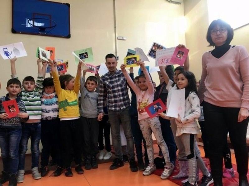Детелин Далаклиев предава любовта си към бокса на деца от Плевен