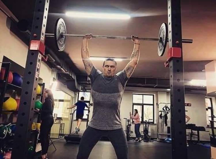 Виталий Кличко се зае с мач на Усик